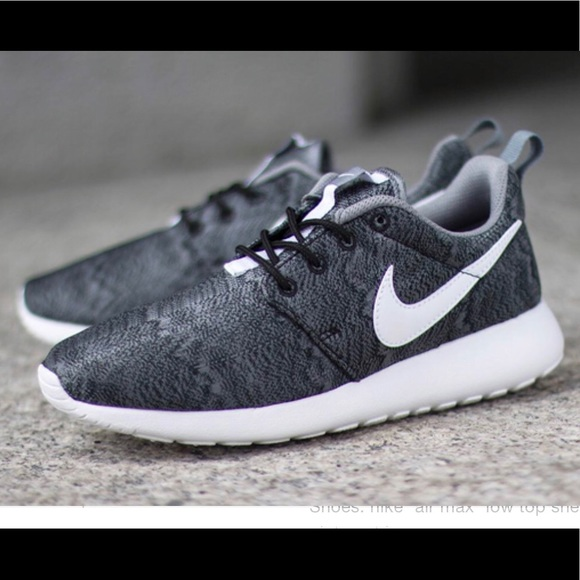 low priced 60931 0124d Nike Roshe Run, Black Anthracite. M 5b40e016c9bf503385827275